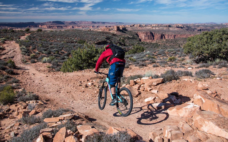 moab mountain biking chasing epic porcupine rim